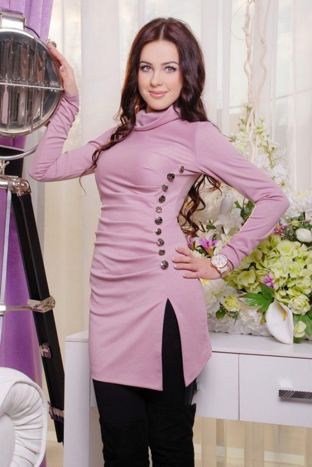 розовая туника с декором для базового гардероба