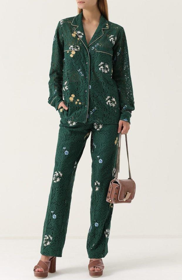 зеленый пиджак с принтом для базового гардероба
