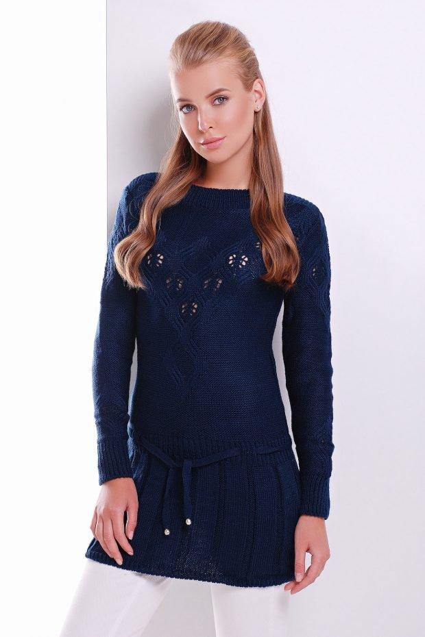 синий теплый свитер для базового гардероба