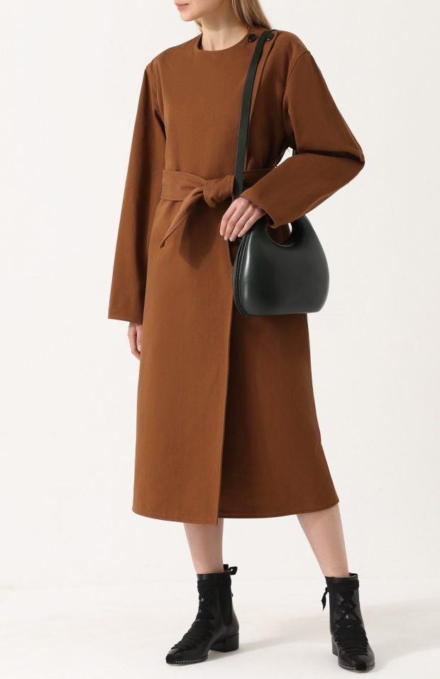 пальто горчичного цвета для базового гардероба