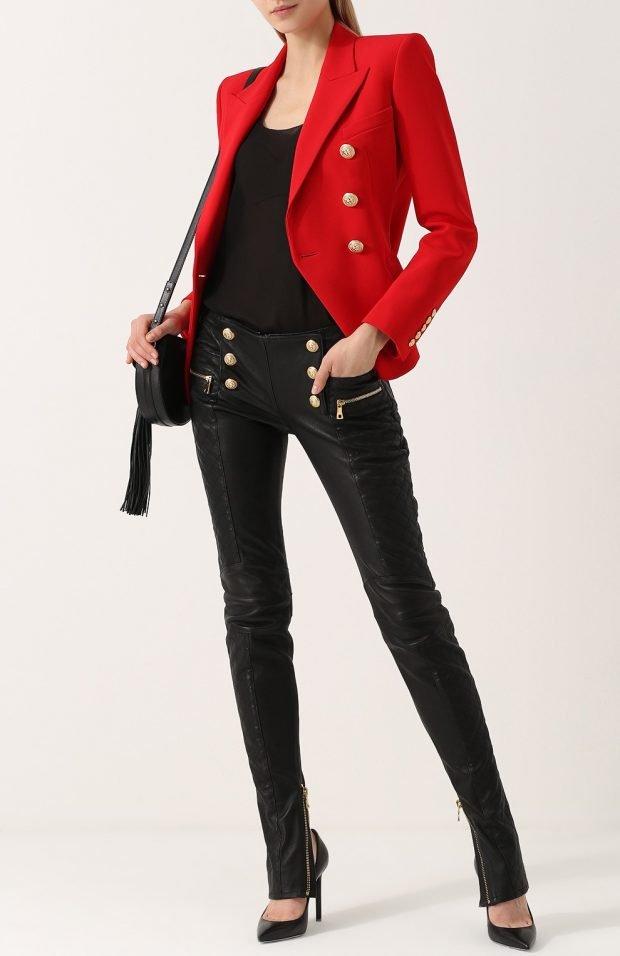 черные брюки с пуговицами для базового гардероба