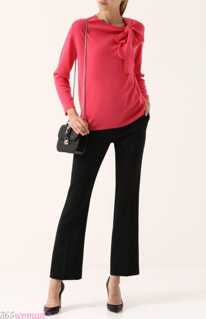 расклешенные черные брюки для базового гардероба 2018