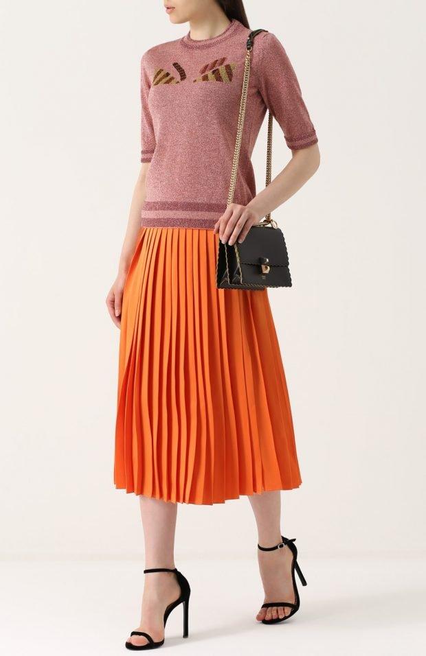 оранжевая юбка плиссе для базового гардероба