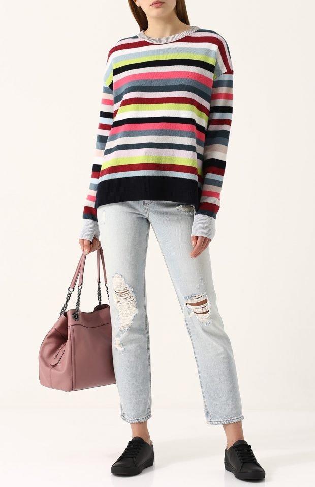 яркий свитер в полоску для базового гардероба