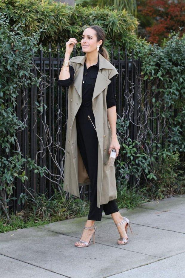 C чем носить удлиненный жилет без рукавов: черный костюм