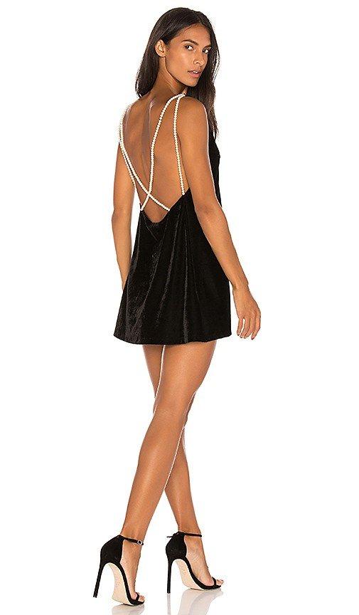 платья с обнаженной спиной