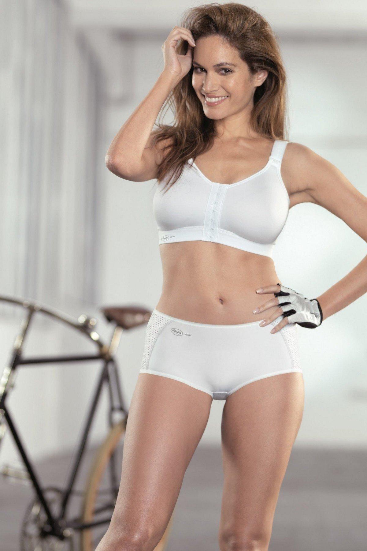 модное женское спортивное нижнее белье белого цвета