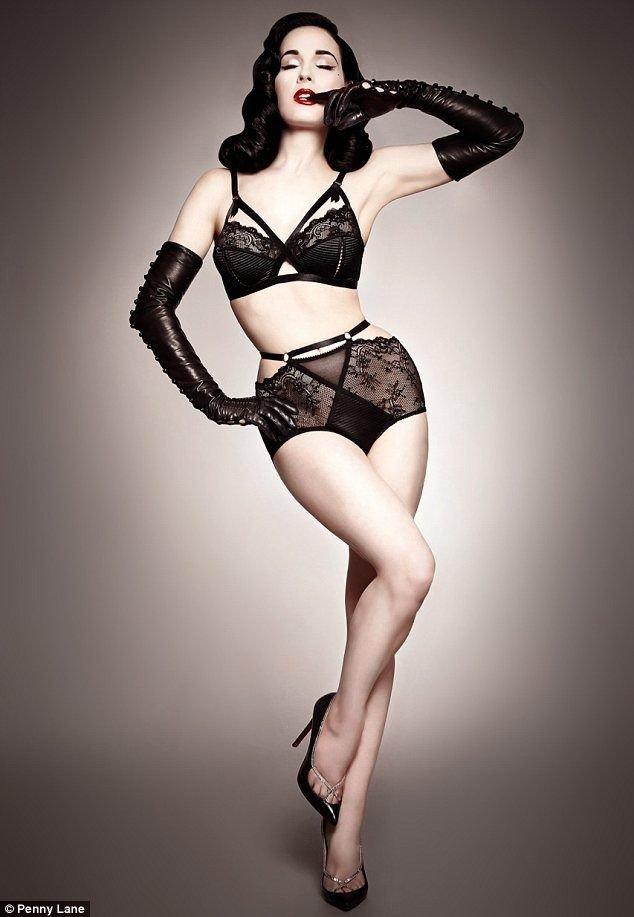 женское нижнее белье в ретро-стиле черного цвета с перчатками