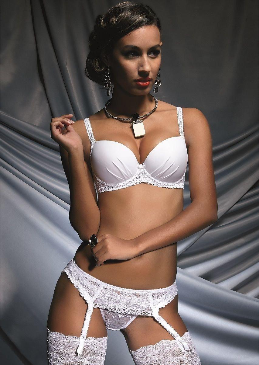 комплект кружевного сексуального нижнего белья белого цвета и чулки