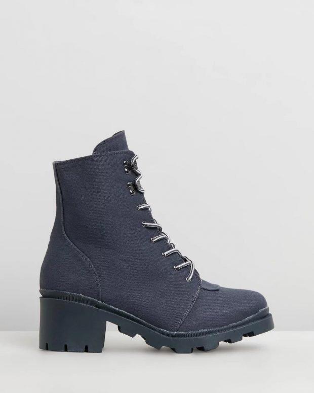 темно-синие шнурованные на толстом каблуке