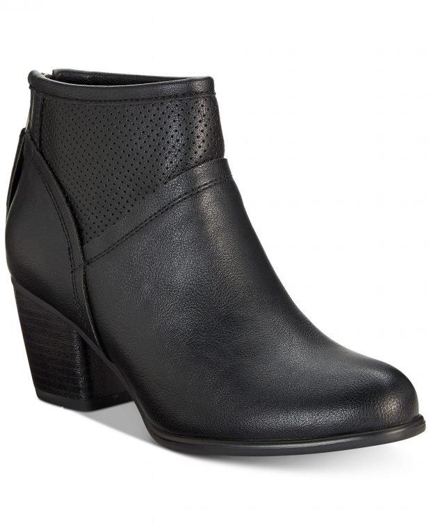 женские ботинки осень-зима 2021: черные с перфорацией