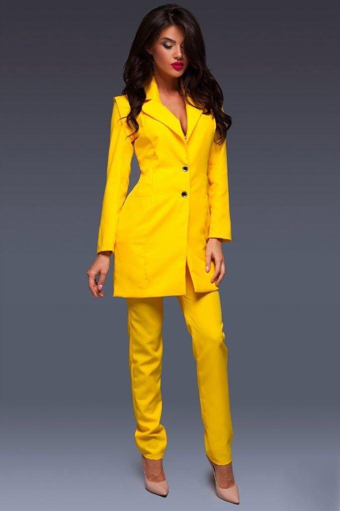 модные яркие костюмы желтый женский