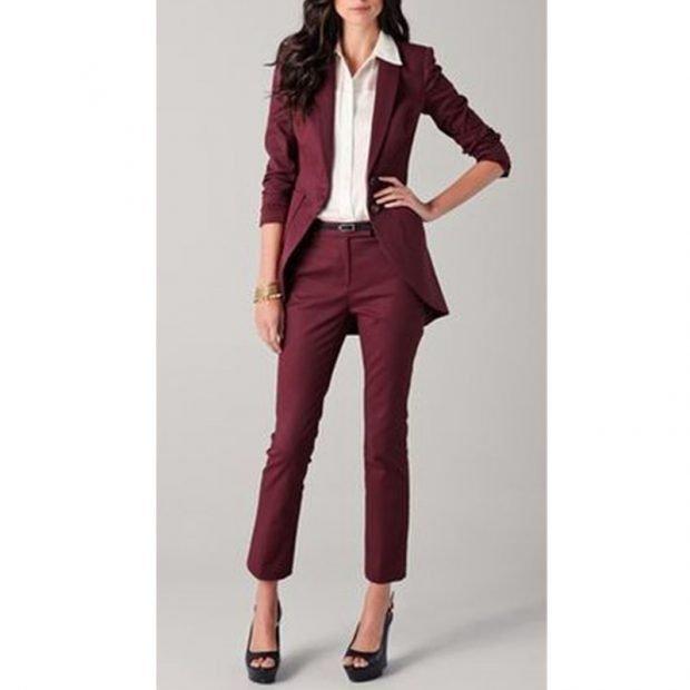 женские костюмы 2019 2020: с укороченными брюками