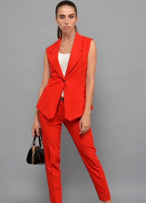 модные костюмы без рукавов красный женский