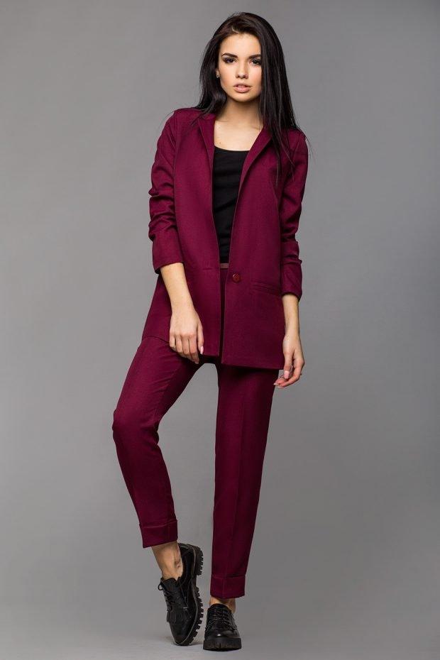 женские костюмы 2019 2020: фиолетовый с укороченными брюками