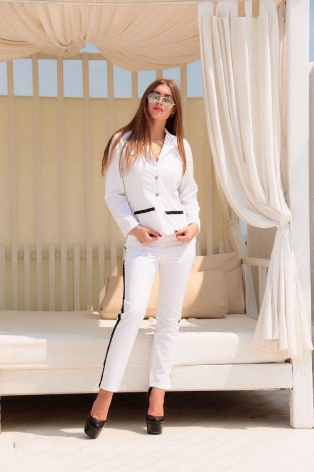 женские костюмы 2019 2020: белого цвета с лампасами