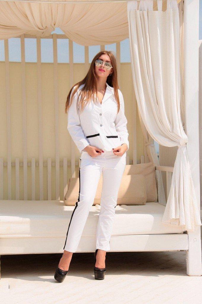 модные спортивные костюмы белого цвета с лампасами