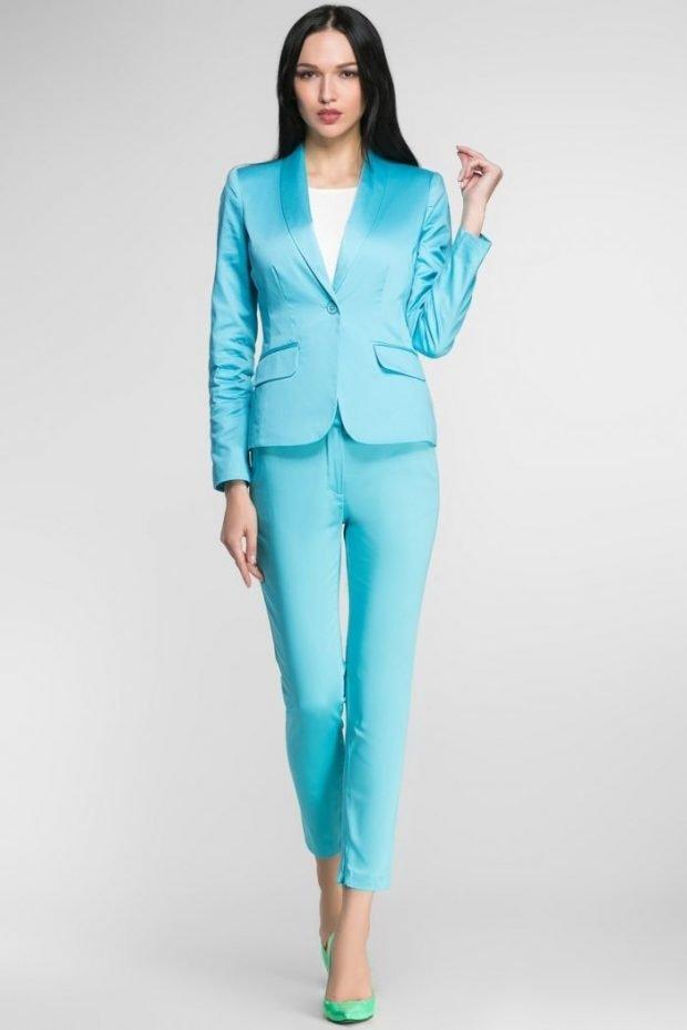 женские костюмы 2019 2020: с укороченными брюками бирюзовый