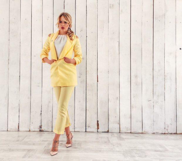 женские костюмы 2019 2020: желтый с укороченными брюками