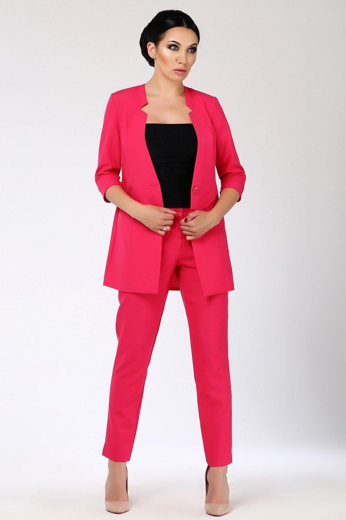 модные яркие костюмы женский розовый