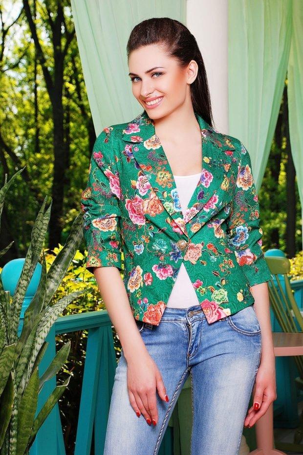 модный зеленый пиджак в цветочный принт 2020 2021 года