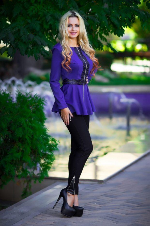 фиолетовый пеплум с декором