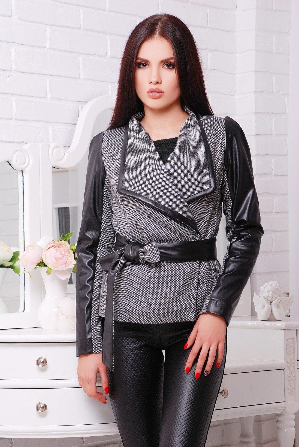 женский пиджак под пояс с кожаными рукавами 2018