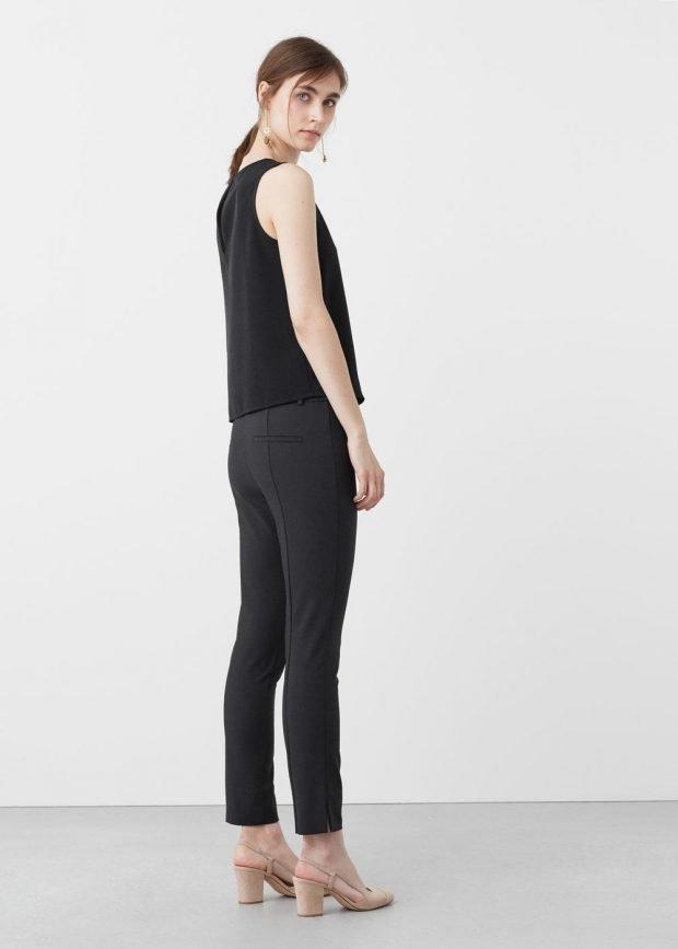с чем носить женские укороченные брюки: черный топ