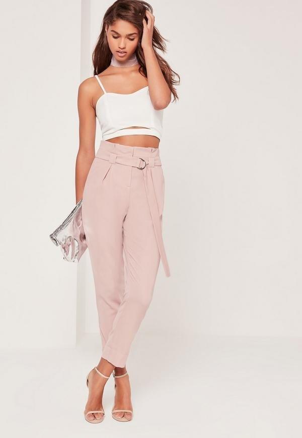 с чем носить женские укороченные брюки: белый топ