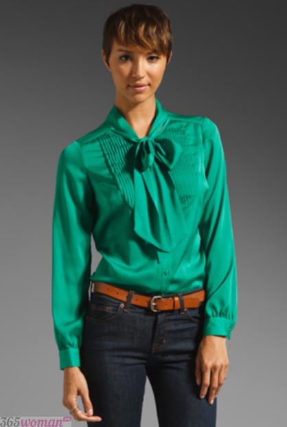 зеленая блуза с бантом