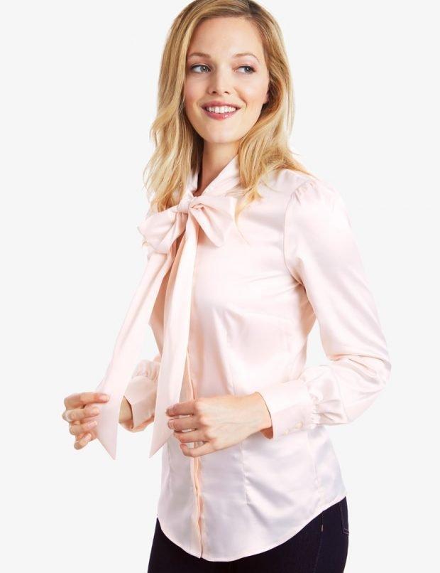 светло-розовая блуза с бантом
