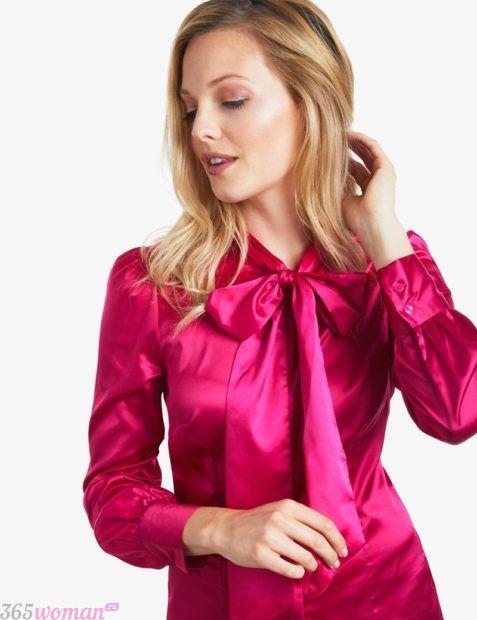 блуза с бантом малинового цвета