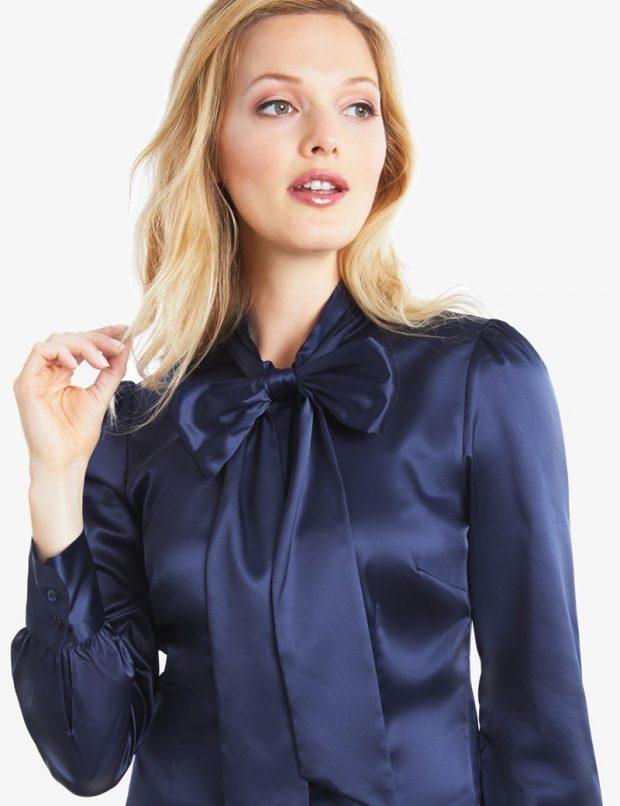 синяя атласная блуза с бантом