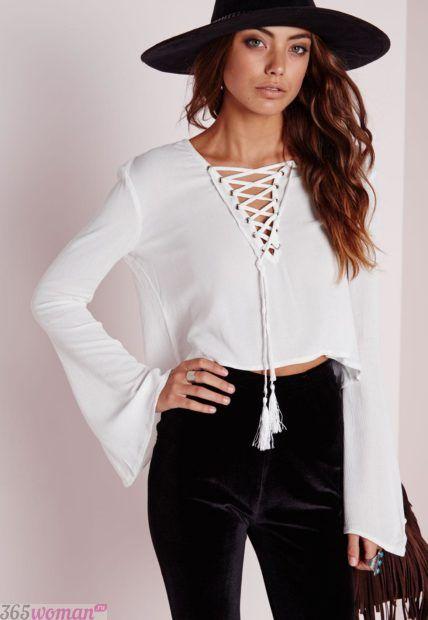 белая блуза с длинным рукавом со шнуровкой