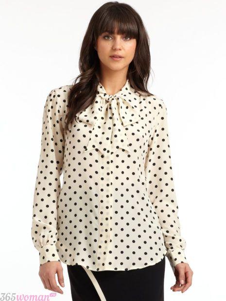 белая блуза с бантом в мелкий горох
