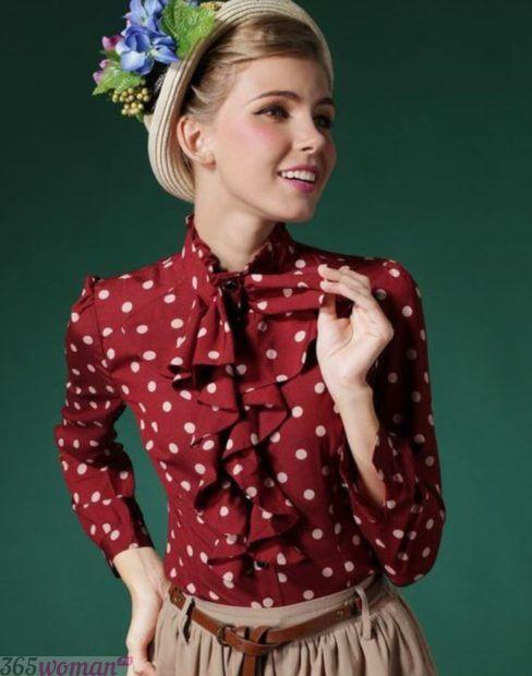 красная блуза в горох с бантом