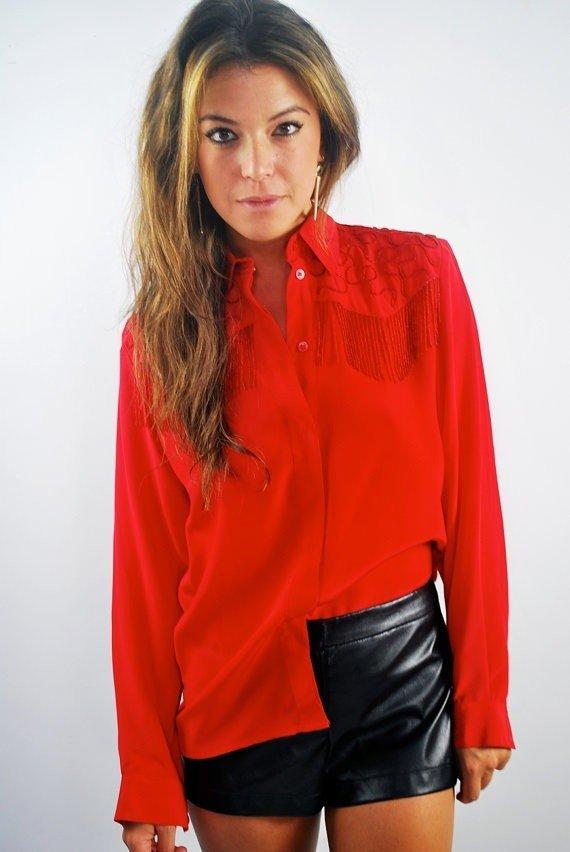 красная с длинным рукавом