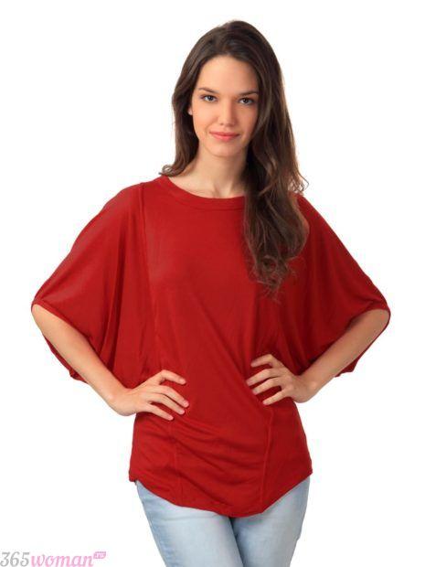 красная блуза свободного кроя