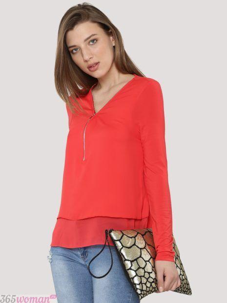 красная блуза простого кроя