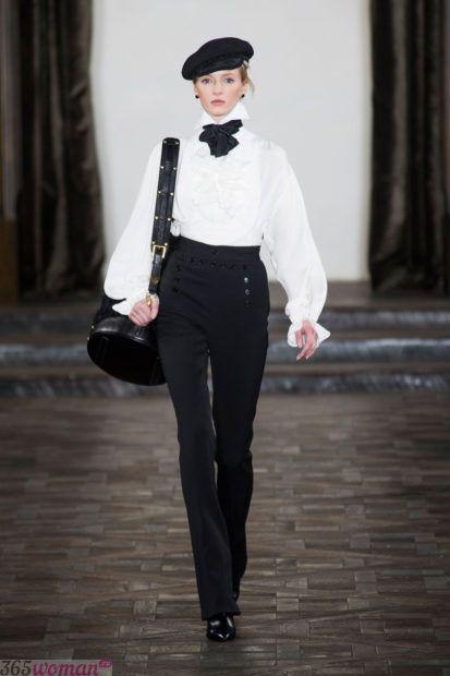 белая блуза с объемными рукавами с черным бантом