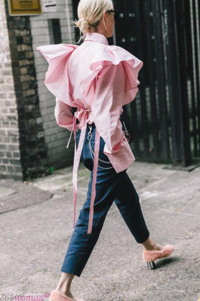 розовая блуза с объемными рукавами