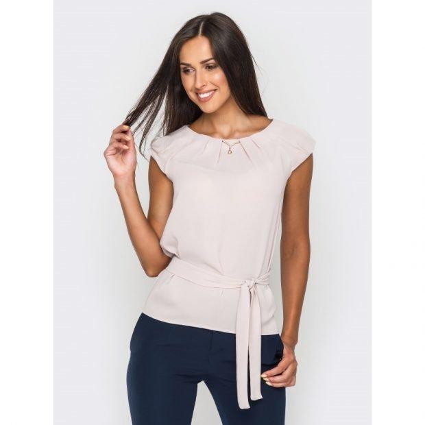 белая блуза под пояс без рукавов
