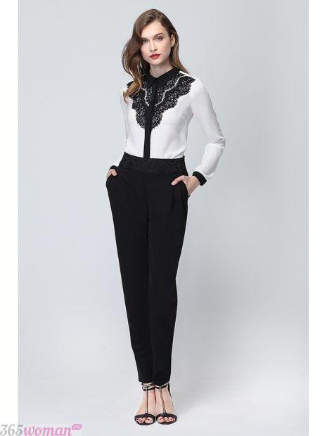 белая блузка с воротником и кружевом