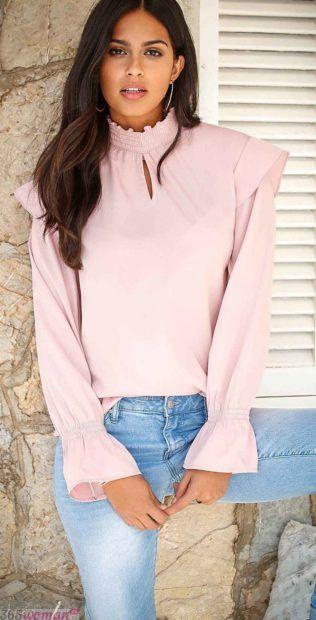 розовая блуза с длинным рукавом