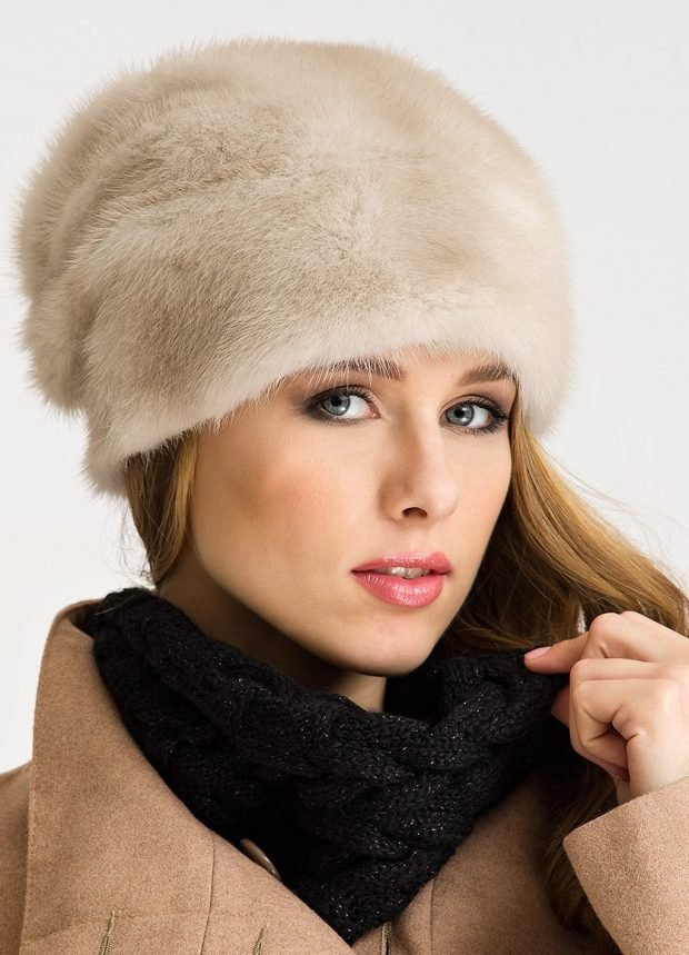 светлая норковая меховая шапка