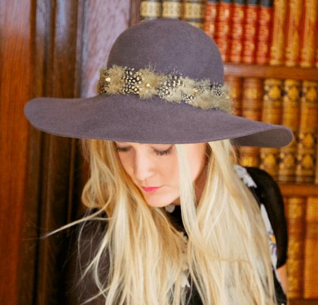 широкополая шляпа с пастельных оттенках