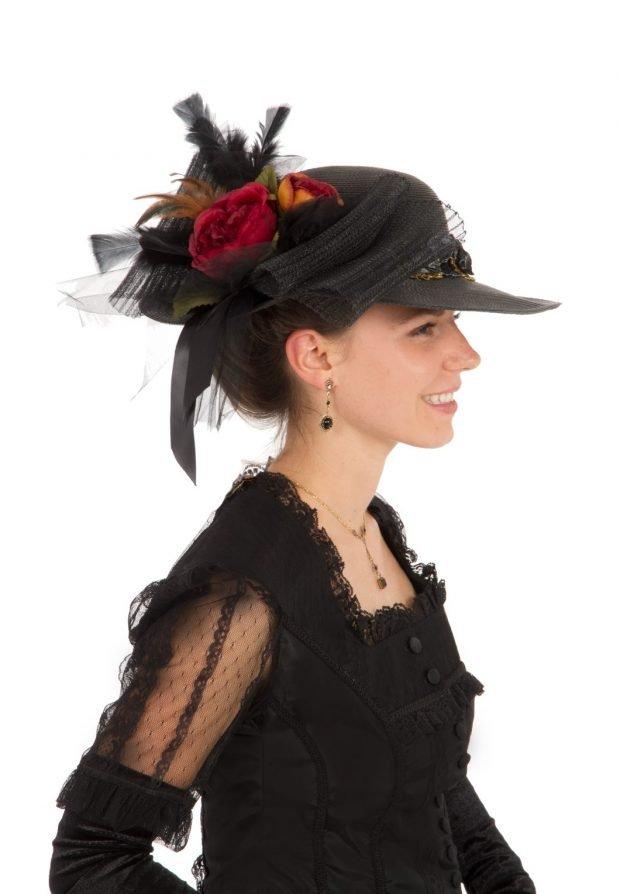 черная шляпка с цветочным украшением
