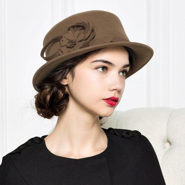 коричневая шляпка с украшением