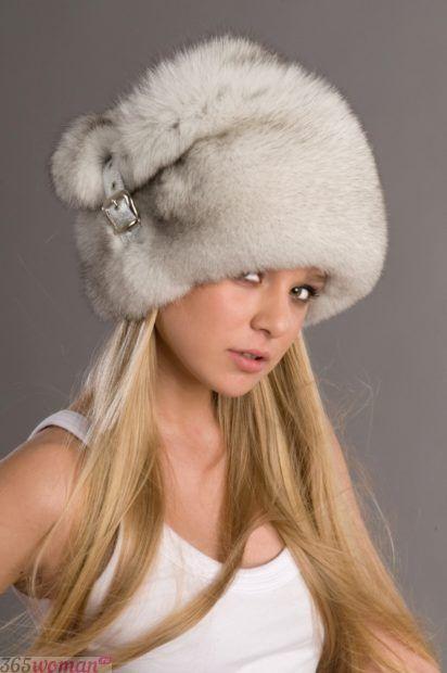 меховая шапка с украшением