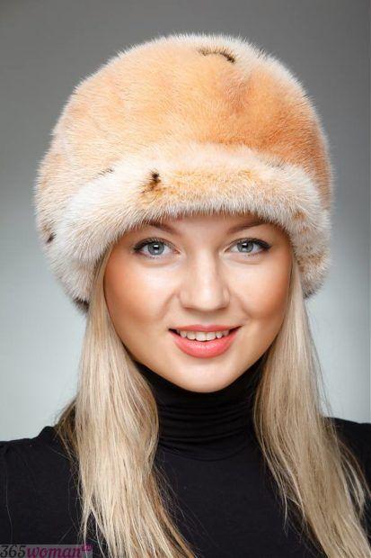 шапка из светлого меха
